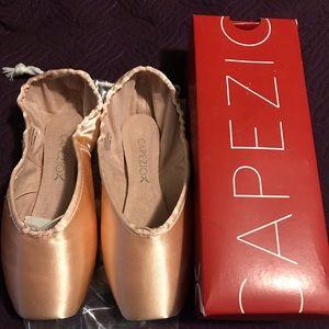 Capezio Tiffany 126 Ballet Shoes Size 9.5 - New